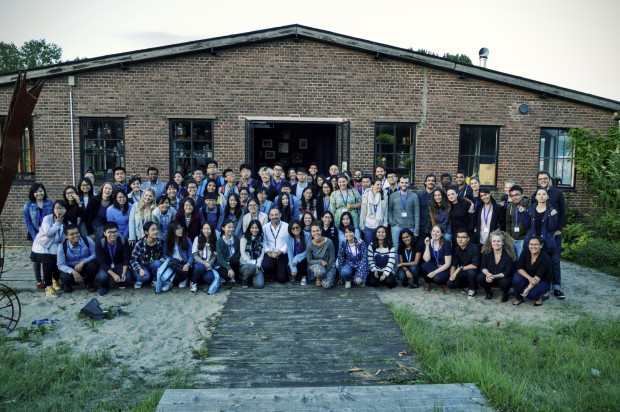 Students and staff at the Lijm en Cultuur initiative at the border of the Schie Canal.